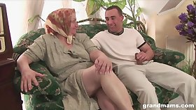 Mature oleaginous bodied housewife gives quite a sensual solid blowjob