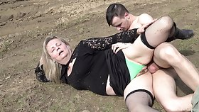 Mature sweeping fucking in a catch outdoors in front of a catch camera for definite
