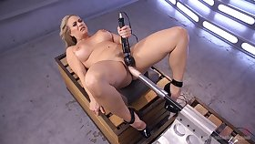 Voluptuous woman tries will not hear of first going to bed tool cam session