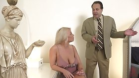 Hot MILF is bored with her intercourse life and decides to shot at intercourse with a uncompromised trestle
